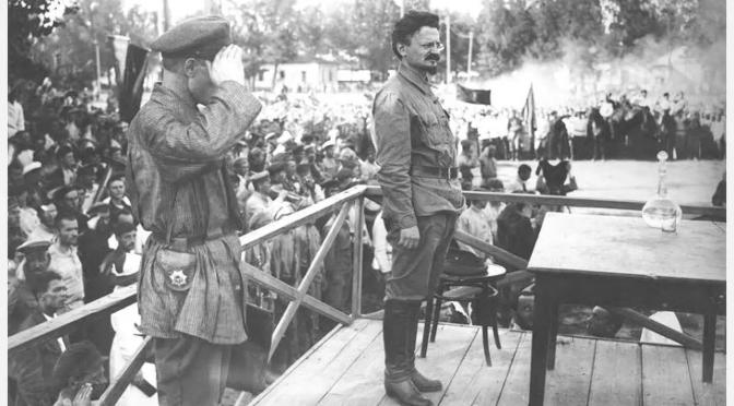 León Trotsky: «Su moral y la nuestra»