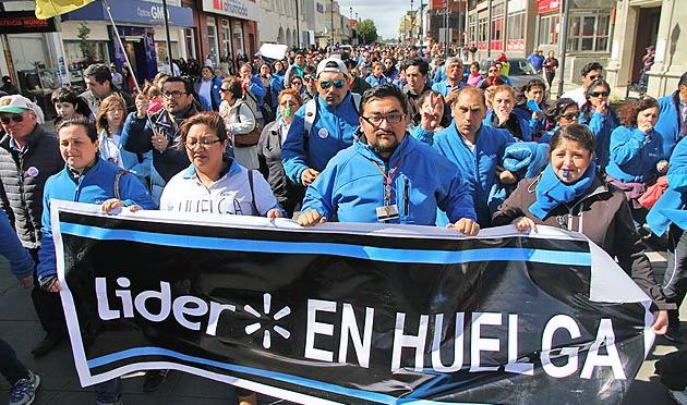 Trabajadores de Walmart (Líder) votan la huelga