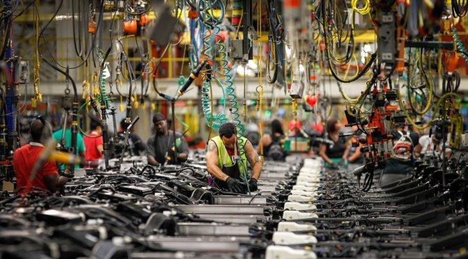 La realidad del capitalismo: GM gana $11,8 mil millones, cierra plantas y elimina 14.000 empleos