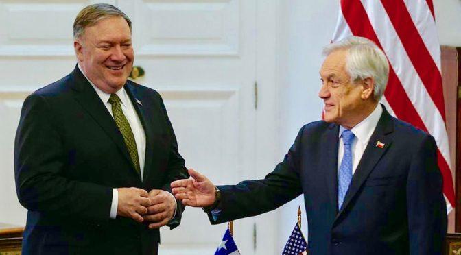 Piñera genuflexo ante la Casa Blanca