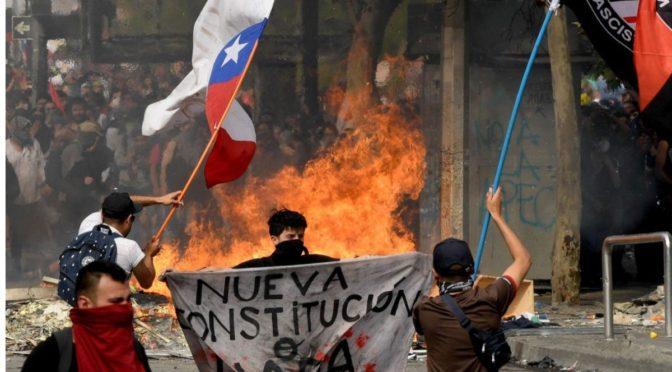 Mesa Social de Valparaíso exige renuncia de Piñera y plantea programa reivindicativo