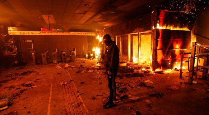 Piñera adelanta su noche de brujas: el incendio espontáneo del modelo neoliberal