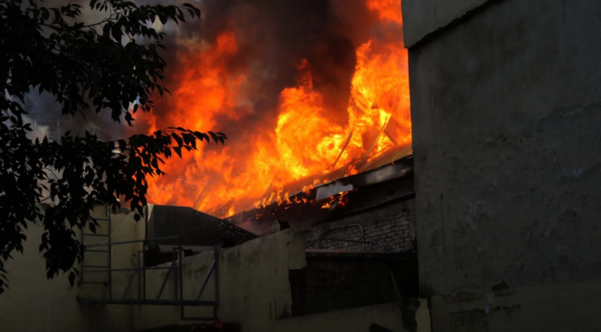 Carabineros incendia el Centro Cultural Alameda