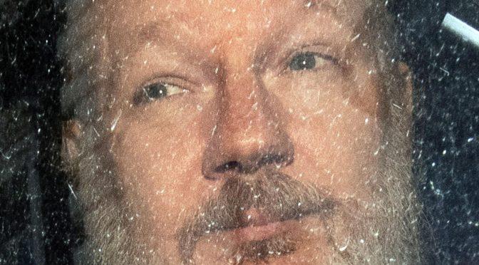 Los medios corporativos no dicen nada sobre la carta de los periodistas que exige libertad para Julian Assange