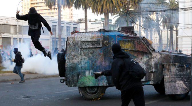 Luminosa protesta de fin de año en Valparaíso