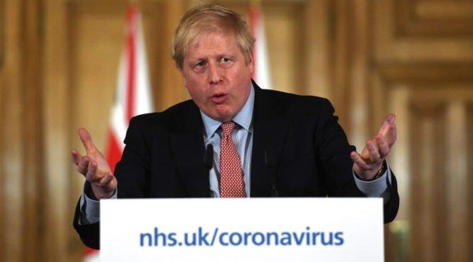 Reino Unido se declara impotente ante el coronavirus y da prioridad a la economía