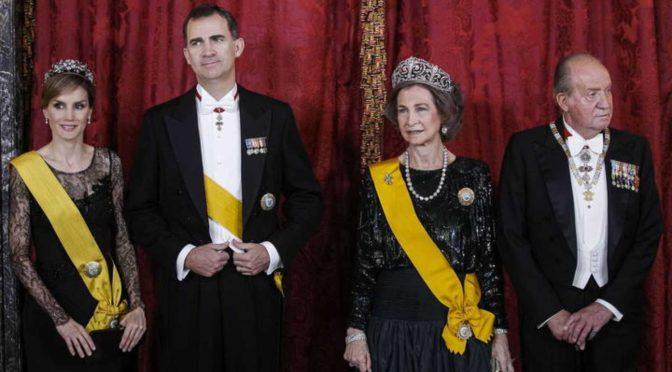 Cacerolada popular: jaque ¿mate? a la monarquía