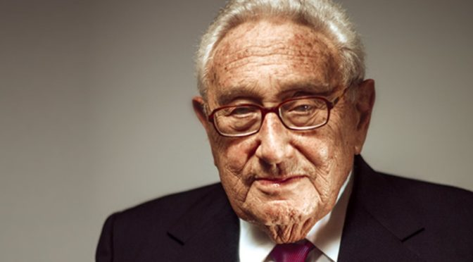 El genocida Kissinger llama a restaurar la autoridad del capitalismo