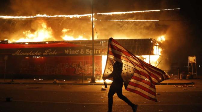 Tiemblen fascistas: una ira insurreccional barre los EEUU