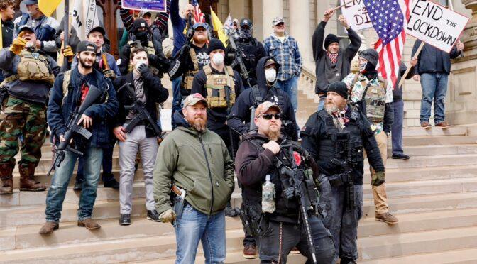 EEUU: Trump apoya a los fascistas de Michigan que reclaman volver al trabajo con COVID19
