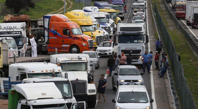 A aplastar el paro patronal de los camioneros y la ofensiva represiva de Piñera