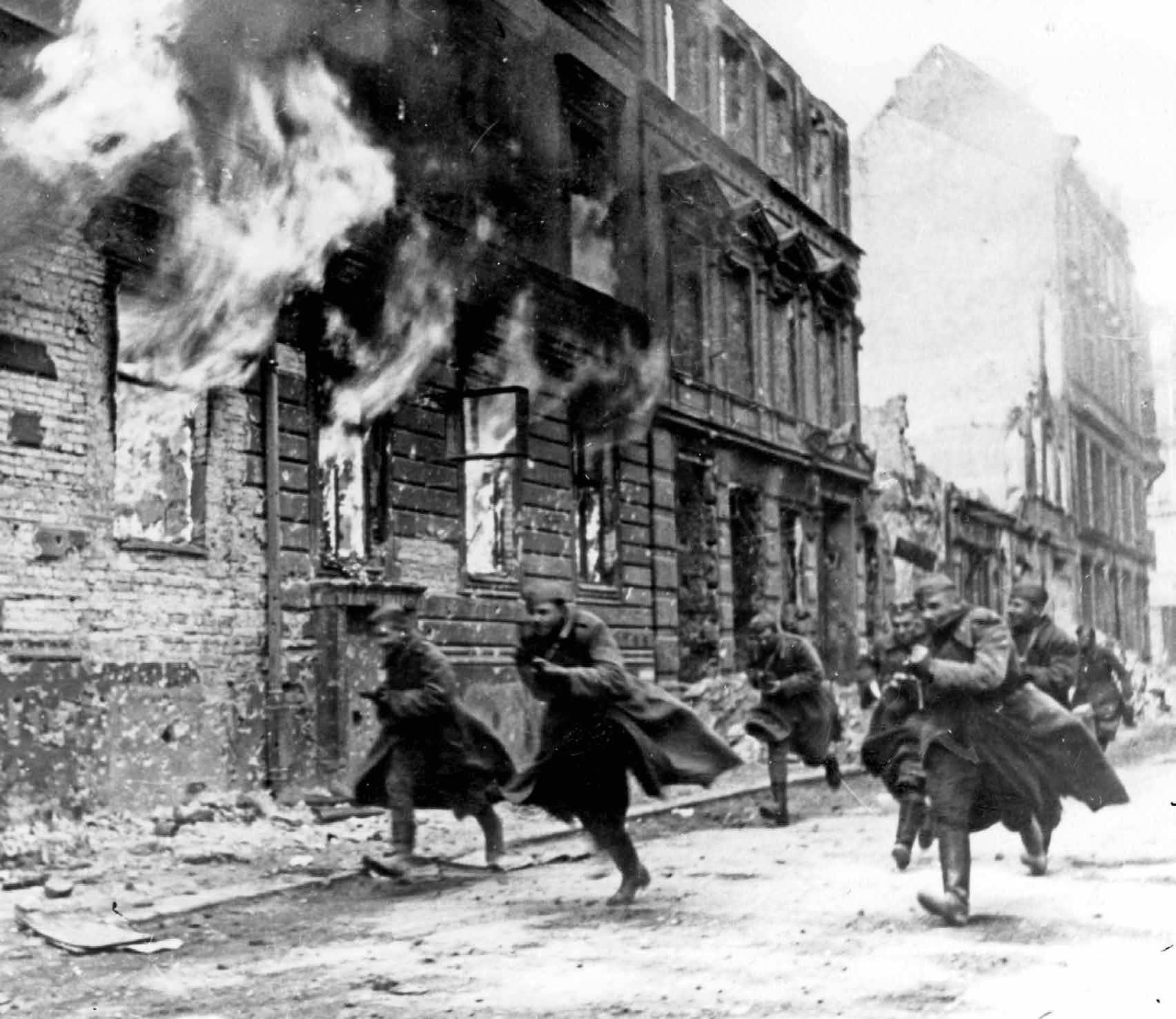 soldados soviéticos en Berlín