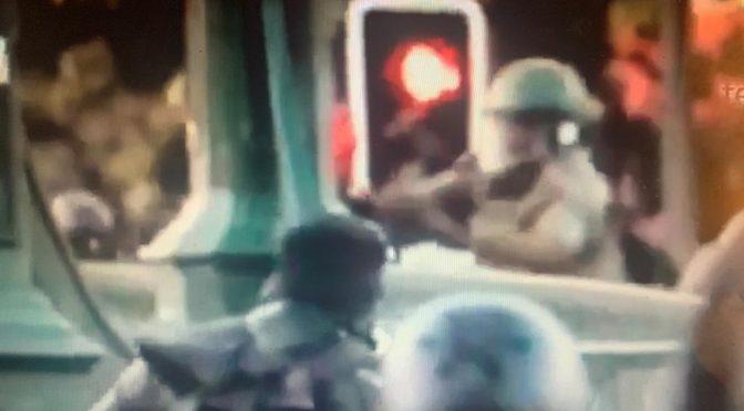 Asesinos: Carabineros lanza a manifestante a las aguas del Mapocho