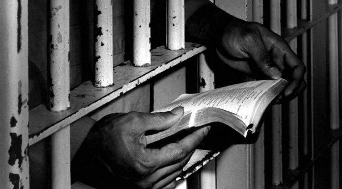 Presos políticos inician huelga de hambre en santiago