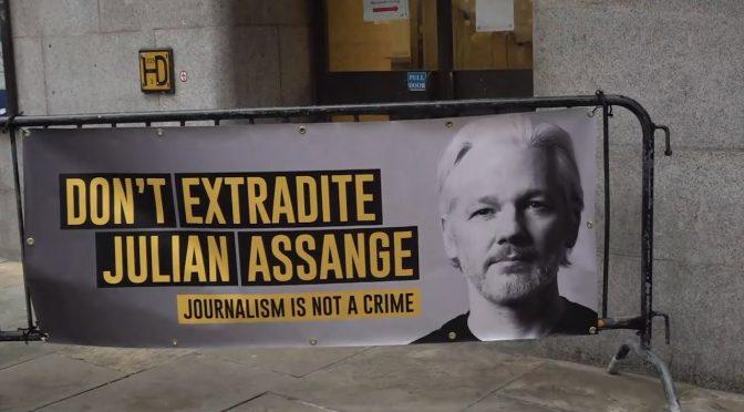 El rechazo a la extradición de Assange:  un paso en el largo camino por su libertad
