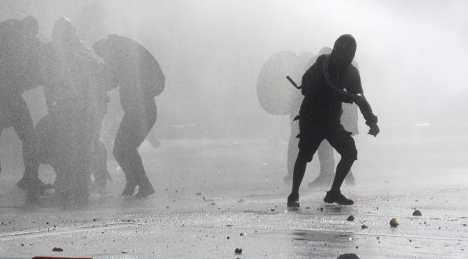 Igor Goicovic: «El 18 de octubre y el ejercicio de la violencia política popular»