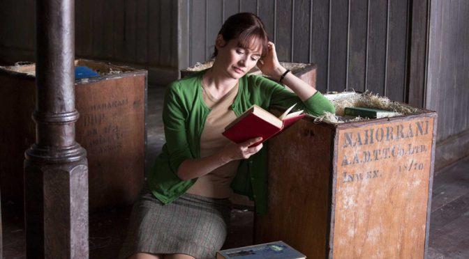 Netflix: «La Librería», el coraje de una mujer sola frente al mundo